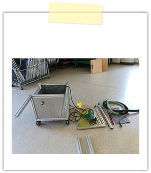 アルミのフレームで密閉式の作業テーブル